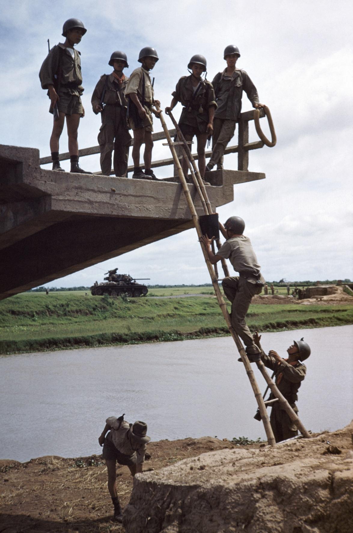 Nam Dinh, Vitenám 1954 màjus Fotó: Robert Capa / ICP / Magnum Photos