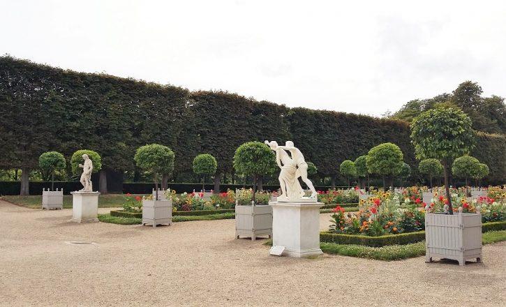 Park szobrokkal