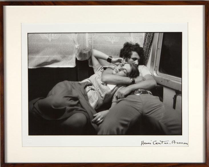 Henri Cartier-Bresson Couple dans le train, Roumanie, 1975. Photographie noir et blanc - 29 x 39 cm Courtesy Collection agnès b. Section L'amour